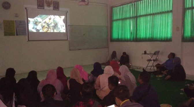 "Watching Movie ""Gravity"" dan ""Hidden Sincerity"" @ Kampus Kasipah"