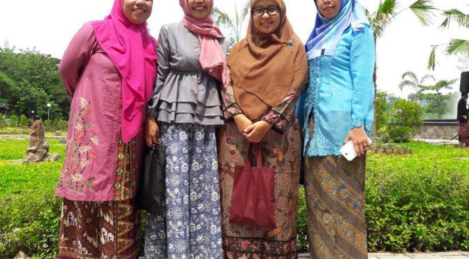 Peringatan `Kartini's Day`a la Dosen Bahasa dan Sastra Inggris Unimus