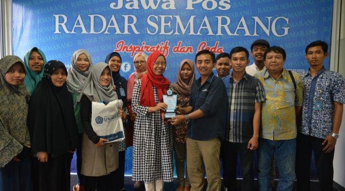 Tingkatkan Kompetensi Jurnalistik Sastra Inggris Adakan Kunjungan ke Jawa Pos Radar Semarang